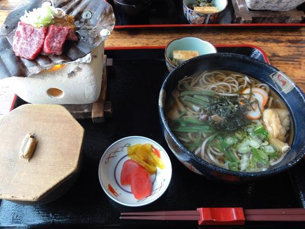 よくばり和善(飛騨牛):朴葉味噌(飛騨牛)と蕎麦又はうどんの定食 \1,520(2013年11月)