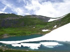不消ヶ池の雪渓