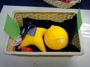 さるぼぼの作り方 青、赤、黄色などから黄色をチョイス!
